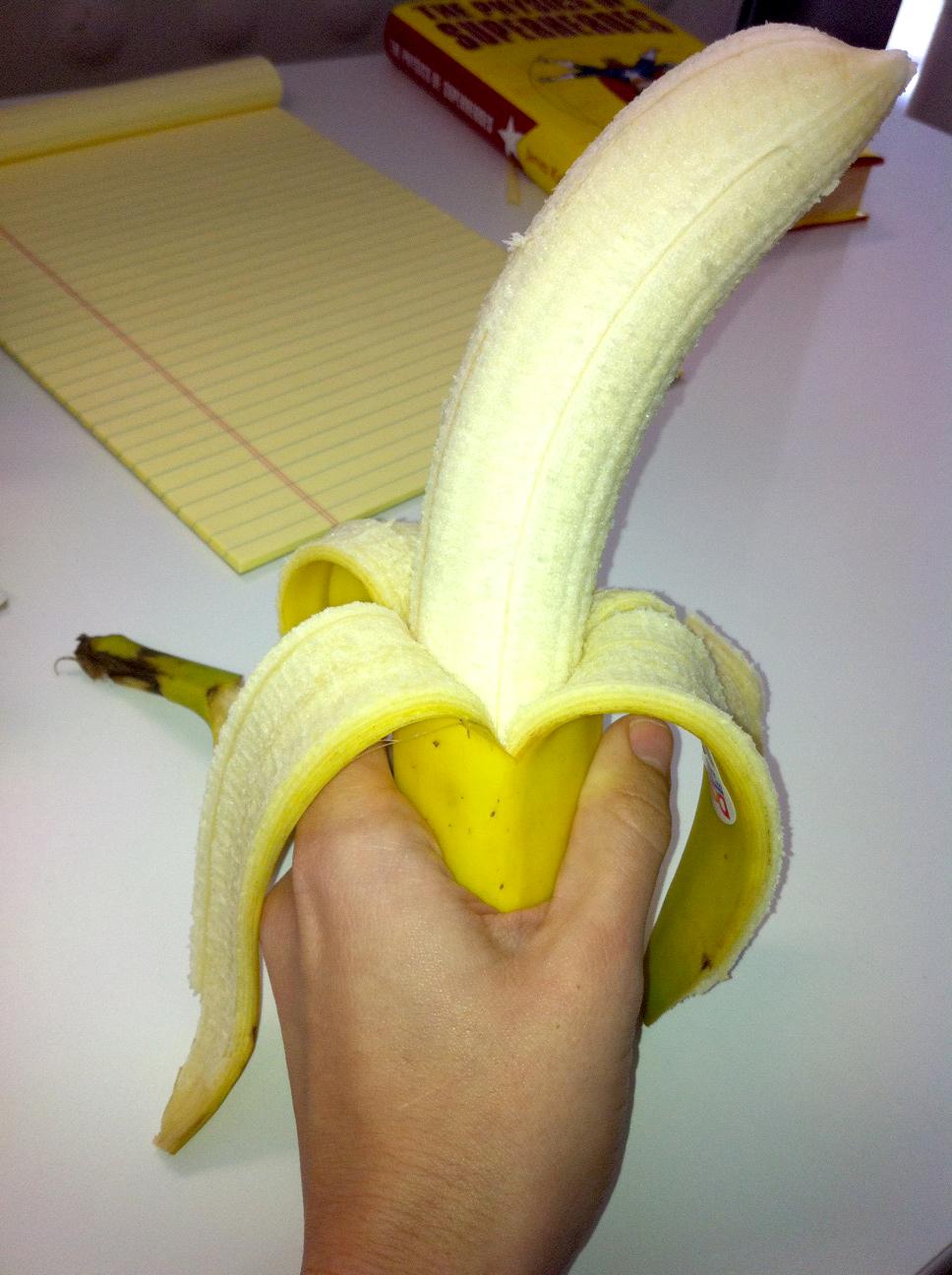 Банан засунули в женскую киску, наталия кошепа фото
